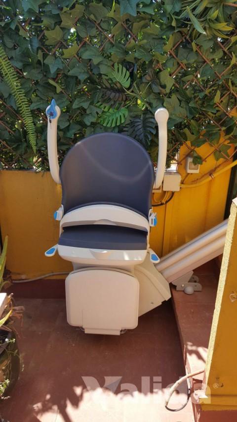 Cadira salvaescales per tram d'escales en el exterior