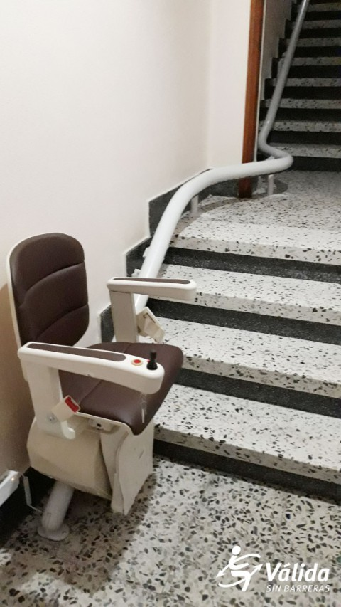 Cadira salvaescales plegable amb clau de seguretat Cuellar Segovia