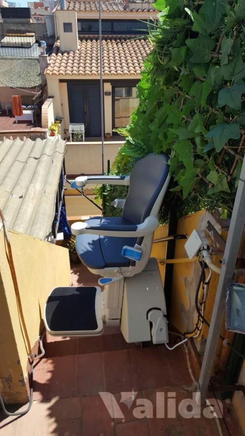 Cadira salvaescales per persones de la tercera edat a Girona