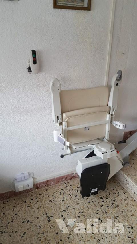 Cadira salvaescala per casa particular a Artés