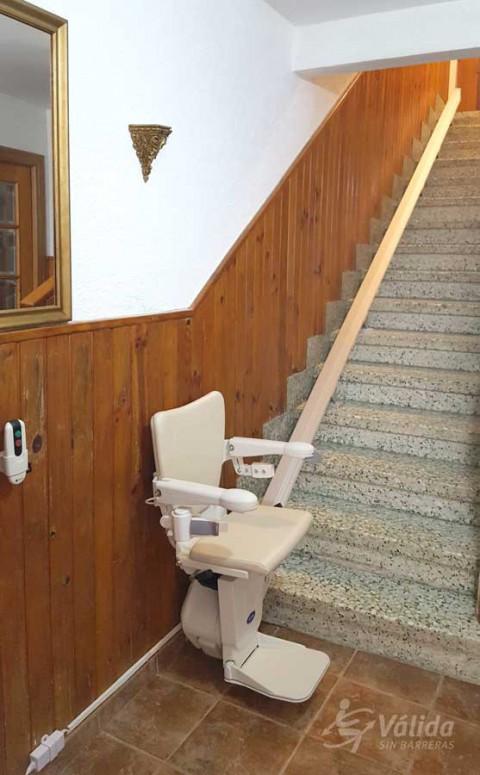 Cadira salvaescales Alium instal·lada a casa particular d'Artavia a Navarra