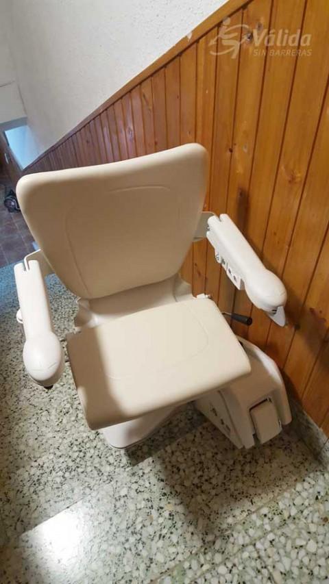 Cadira per l'autonomia i seguretat per ajudar a superar desnivells verticals a Navarra