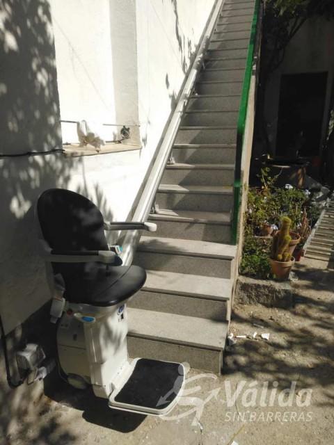 Cadira elevadora per persones amb mobilitat reduïda o d'avançada edat