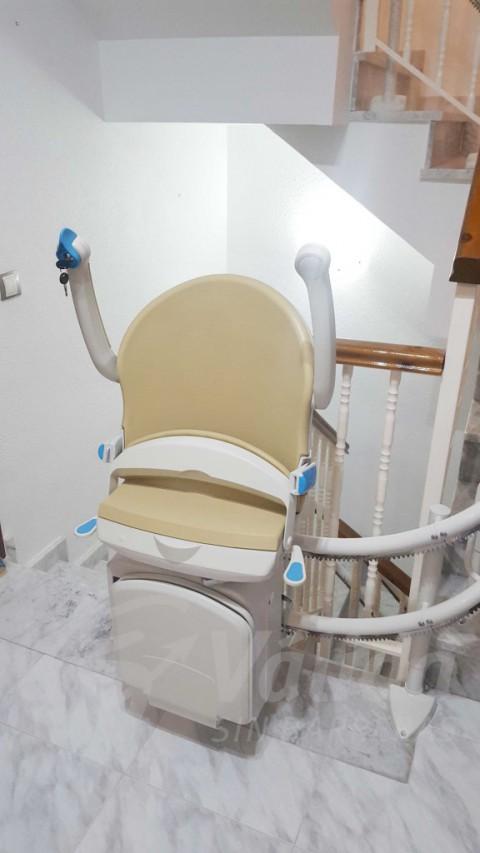 Cadira per pujar escales en casa particular d'Abrera Barcelona