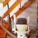 Cadira per pujar escales model Unum instal·lada a Barcelona Hospotalet del Llobregat