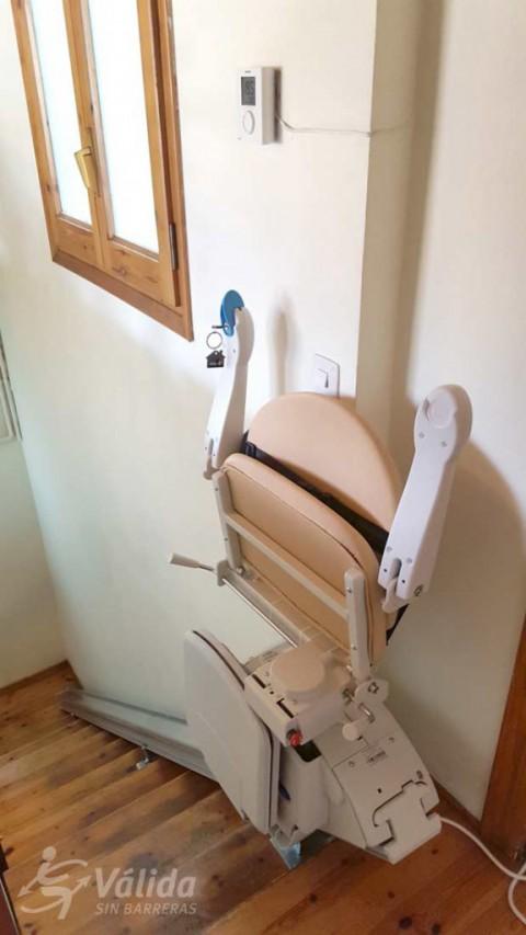 muntatge de cadira elevadora per a salvar tram d'escala recte a Girona