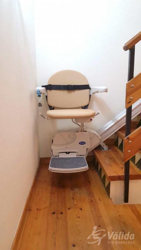 cadira mecànica per ajudar a persones amb mobilitat reduïda o discapacitat