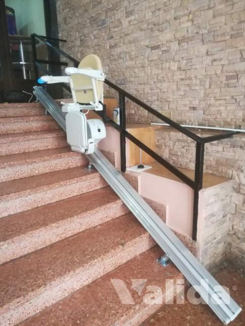 Cadira salvaescales per persones grans per una comunitat de veïns