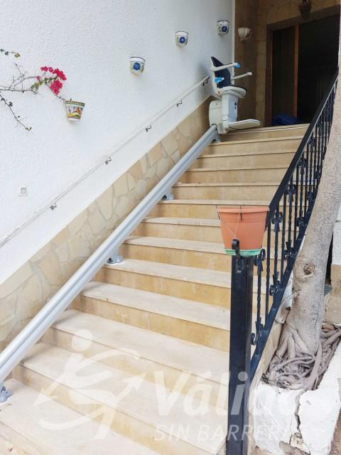 cadira salvaescales accessibilitat pati casa Tarragona l'Ampolla