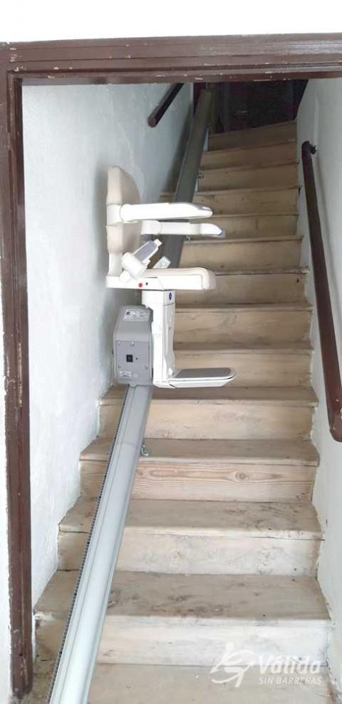 cadira pujaescales instal·lada en interior de casa particular a Casla, Segovia