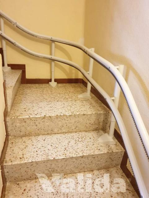 Cadira salvaescales per interior amb replà a Tarragona