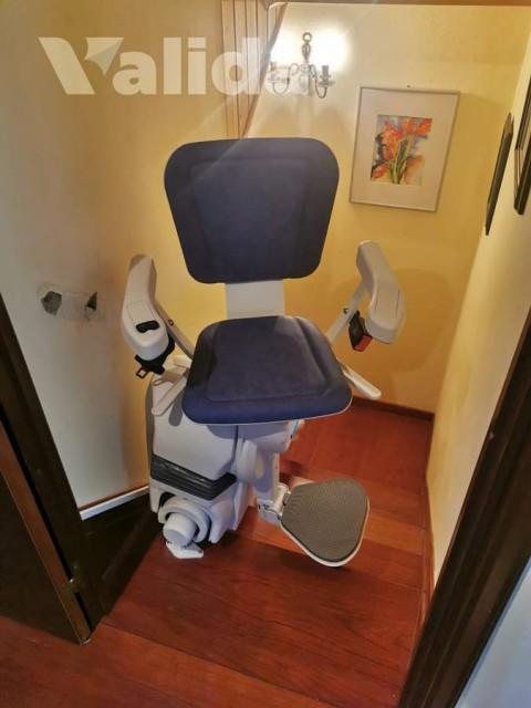 Cadira salvaescales a una casa particular de Cambre
