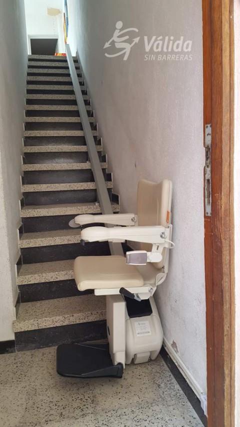 Cadira salvaescales per trams rectes i estrets d'escales