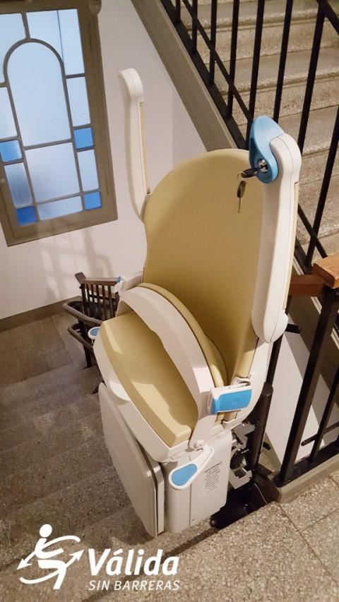 Cadira salvaescales Socius a comunitat de veïns Badalona