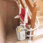 instal·lar una cadira elevadora per millorar l'autonomia de les persones majors