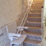 Cadira salvaescales Socius instal·lada a una casa particular de Saragossa