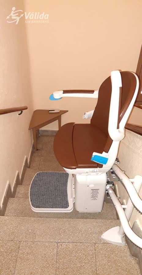 Cadira salvaescales SOCIUS instal·lada a interior de casa particular de Segòvia