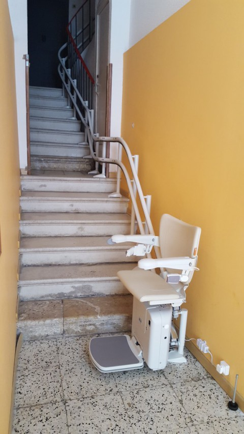 cadira salvaescales muntada a tarragona per valida sin barreras