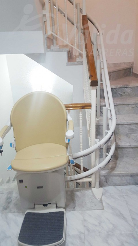 Cadira salvaescales casa particular en Abrera Barcelona baix consum