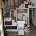 Cadira salvaescales per trams d'escales corba