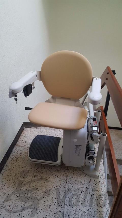cadira per pujar en una comunitat de veins d'olot girona