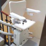 cadira elèctrica per a pujar i baixar escales a persones d'avançada edat