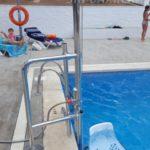 Cadira elevadora hidràulica a hotel a platja d'aro a girona per accedir a l'aigua