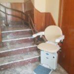 cadira pujaescales instal·lada a interior de casa particular a Batea