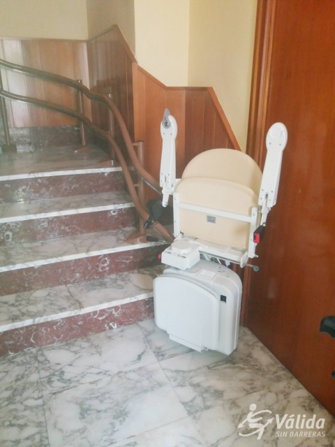 cadira salvaescales plegable i segura per a persones majors a Tarragona