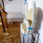 Válida sin barreras instal·la cadira pujaescales plegada a casa d'Àvila