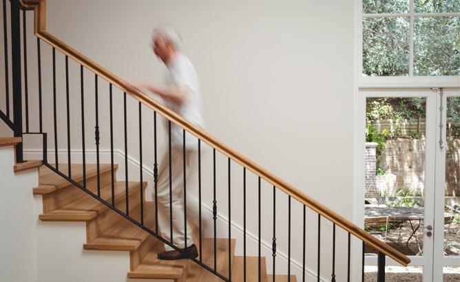Adaptar las escaleras a personas mayores
